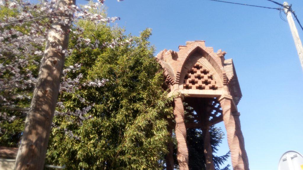 Strolling Baró de Viver Modernist dome