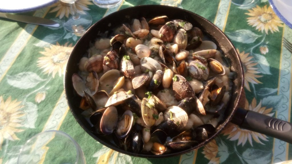 Giant beans with clams