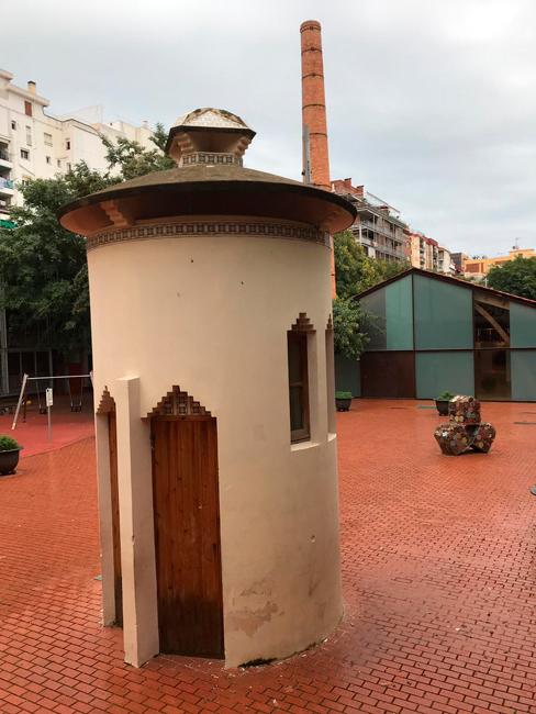 Nau Gaudí square
